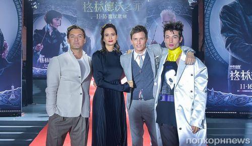 Эдди Редмэйн, Эзра Миллер и Джуд Лоу на премьере «Фантастических тварей: Преступления Грин-де-Вальда» в Пекине