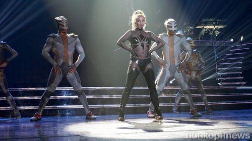 Видео: Бритни Спирс оконфузилась во время концерта