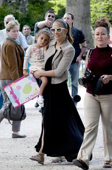 Дженнифер Лопес с детьми в Париже