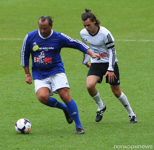 One Direction сыграли в футбол ради благотворительности