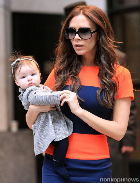 Виктория Бэкхем с дочерью во время шоппинга