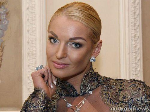 Анастасия Волочкова надела платье 10-летней дочери