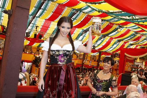 Ким Кардашиан на пивном фестивале Oktoberfest