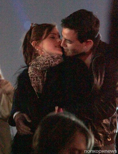 Эмма Уотсон не стесняется целовать своего бойфренда на публике