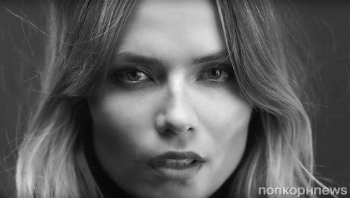 Модель Наташа Поли спела в новой рекламной кампании