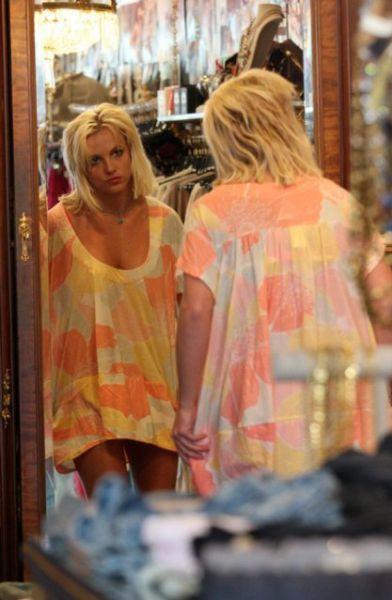 Бритни Спирс ходит по бутикам