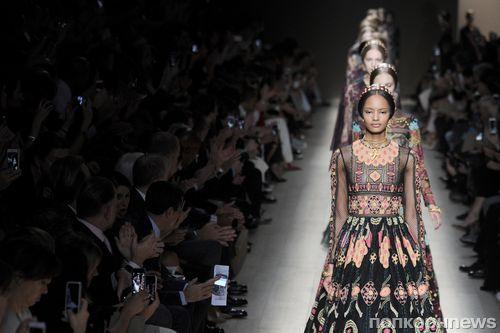 Модный показ новой коллекции Valentino. Весна / лето 2014