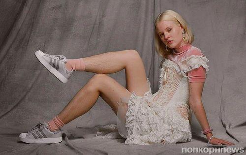Зрелище не для всех: Adidas показал в рекламе девушку-модель с небритыми ногами