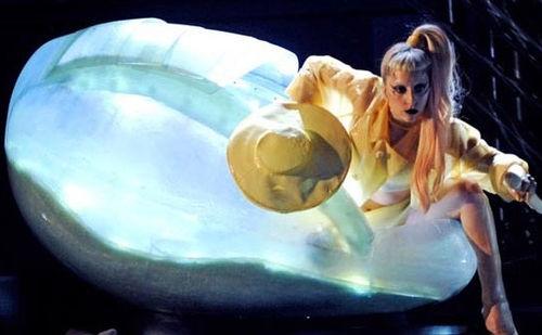 Lady Gaga провела в яйце три дня?
