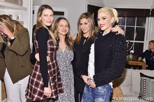 Дженнифер Энистон, Кэти Перри, Дакота Джонсон и другие звезды отмечают запуск коллекции Barneys New York XO Jennifer Meyer