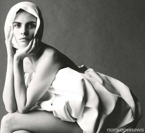 Кара Делевинь в фотосессии для июньского Vogue UK