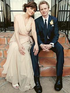 Официальное фото со свадьбы Эмили Дешанель