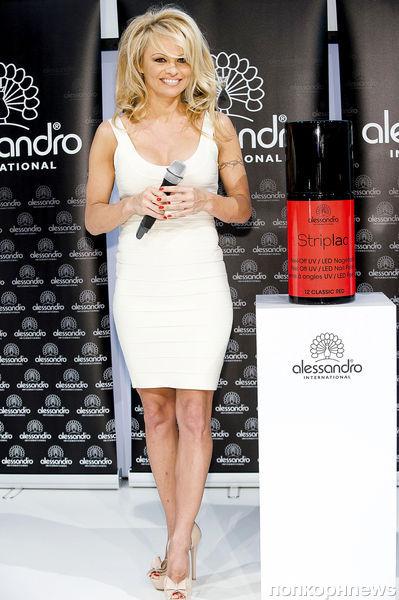 Памела Андерсон представила лак Alessandro International