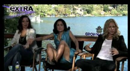 Видео: Сальма Хайек испугалась змеи во время интервью