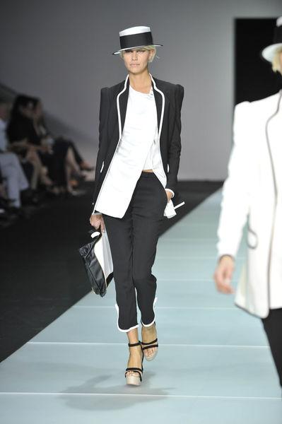 Показ Emporio Armani Весна / Лето 2012 на Неделе Моды в Милане