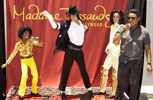В голливудском музее Мадам Тюссо открылась выставка восковых фигур Майкла Джексона