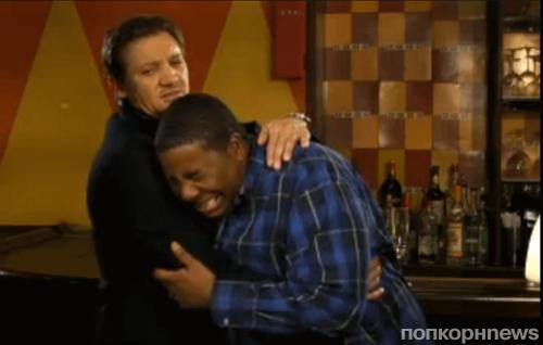 Джереми Реннер в промо-ролике SNL