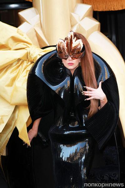 Накладной ноготь Lady GaGa продан за 12 000 долларов