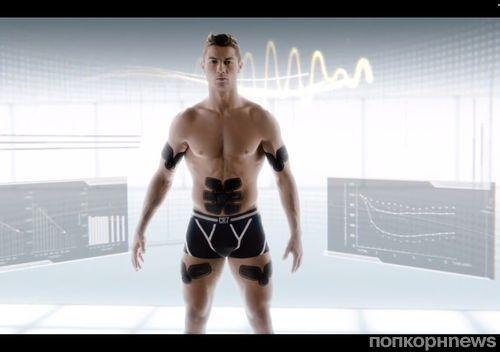 Криштиану Роналду снялся в рекламном ролике тренажера для пресса