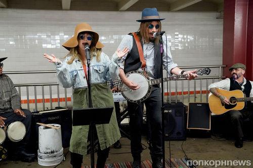 Видео: Кристина Агилера спела «под прикрытием» в нью-йоркском метро