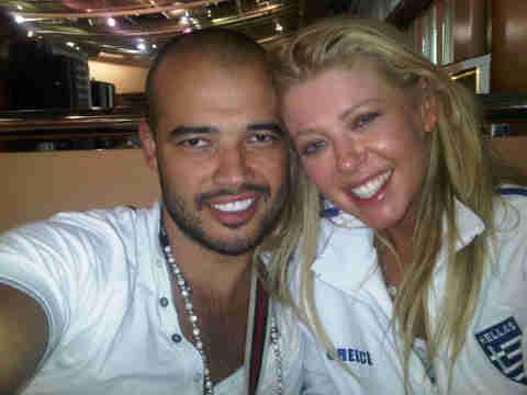 Тара Рид с мужем на Санторини