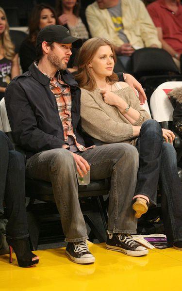 Эми Адамс с женихом на игре Los Angeles Lakers