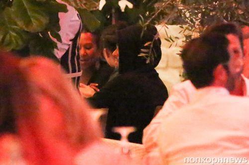 Фото: Леонардо ДиКаприо на ужине со своей девушкой и ее родственниками