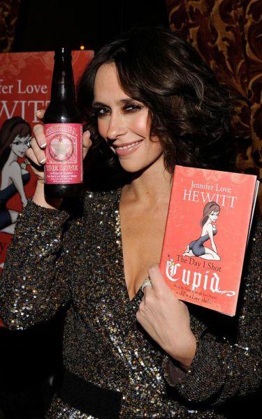 Дженнифер Лав Хьюитт на презентации своей книги The Day I Shot Cupid