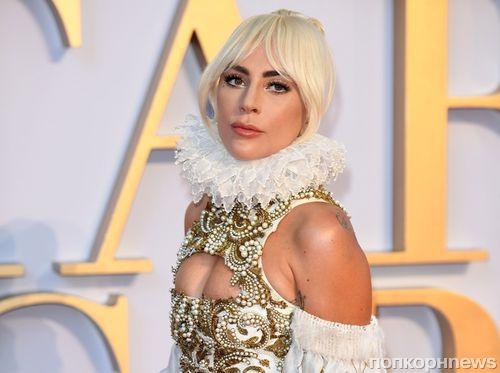 Леди Гага в очередном экстравагантном образе на лондонской премьере фильма «Звезда родилась»