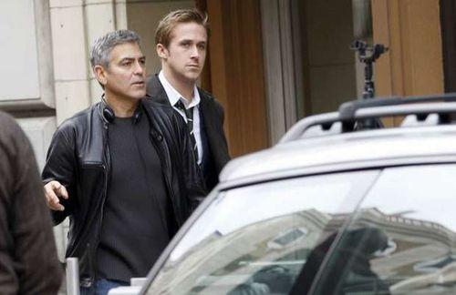 """Райан Гослинг и Джордж Клуни на съемках фильма """"В конце пути"""""""