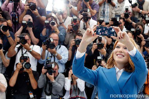 Организаторы Каннского кинофестиваля запретили звездам делать селфи на красной дорожке