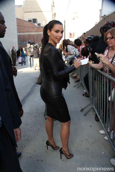 Ким Кардашиан выбрала слишком тесное платье