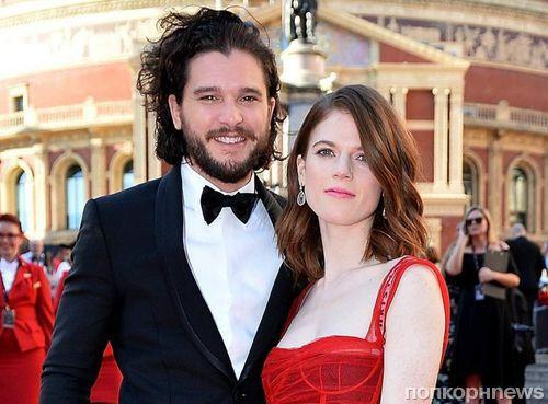 Кит Харингтон и Роуз Лесли вместе вышли на красную дорожку премии «Оливье»