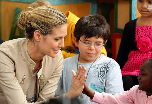 Хайди Клум в детской больнице Лос-Анджелеса
