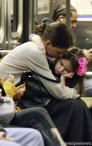 Кэти Холмс и Сури в метро