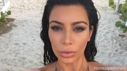 Ким Кардашьян отметила День селфи очередным полуголым фото