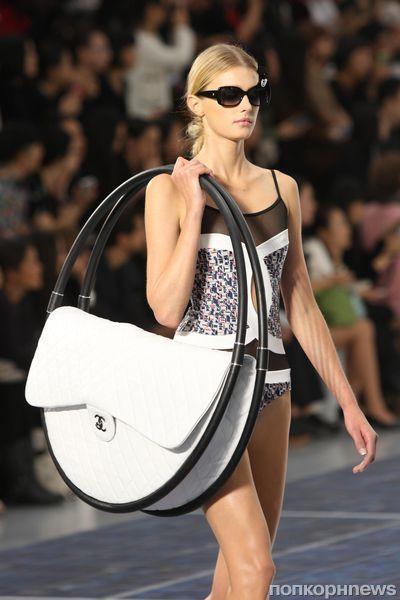 Модный показ Chanel. Весна / лето 2012