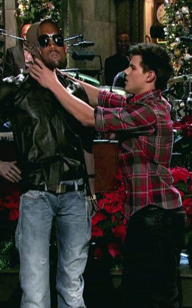 Тэйлор Лотнер на шоу Saturday Night Live