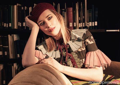 Дакота Джонсон продемонстрировала парижский шик в фотосессии для The Edit