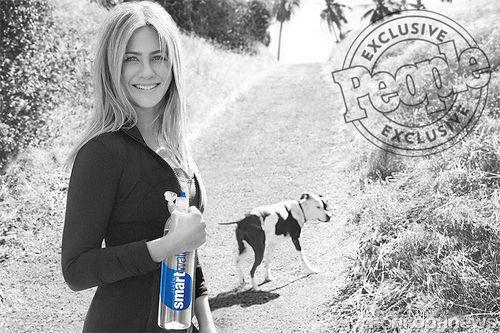 Дженнифер Энистон в новой рекламной кампании Smartwater