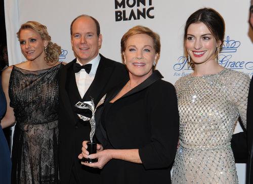 Энн Хэтэуэй на церемонии Princess Grace Awards