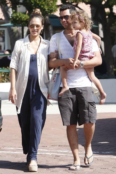 Джессика Альба родила дочь