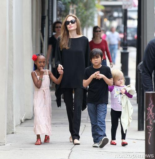 Анджелина Джоли с детьми в Новом Орлеане