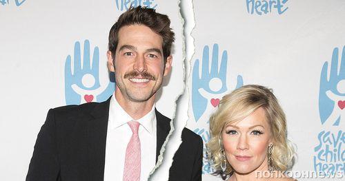 Звезда «Беверли-Хиллз 90210» Дженни Гарт разводится с мужем