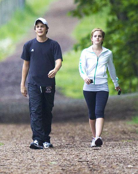 Эмма Уотсон встречается со своим коллегой по фильму?