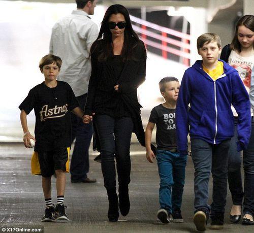 Виктория Бэкхэм провела выходные с детьми