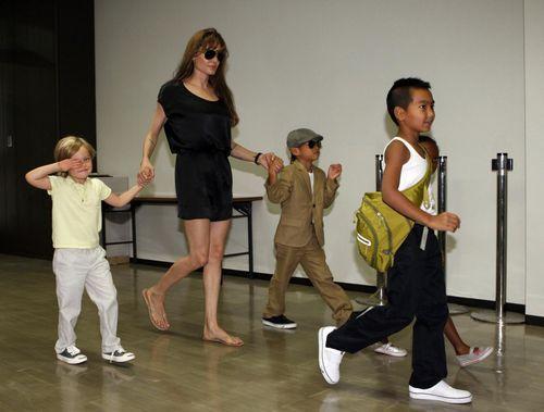 Брэд Питт и Анджелина Джоли ищут для детей школу в Лондоне