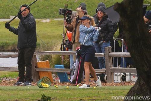 Риз Уизерспун играет в гольф на съемках 2 сезона «Большой маленькой лжи»