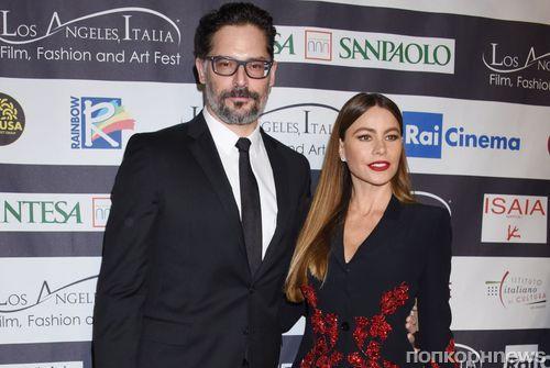 Фото: София Вергара и Джо Манганьелло на красной дорожке кинофестиваля LA Italia Fest 2018