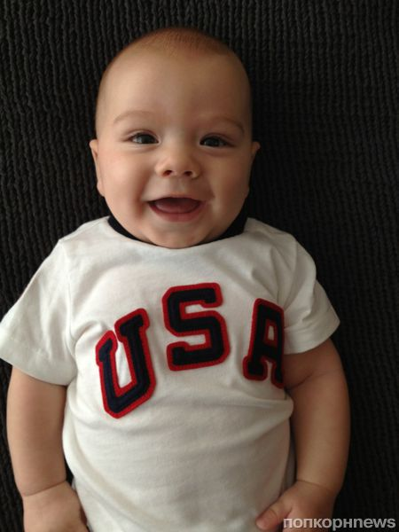 Джаред Падалеки и его сынишка болеют за сборную США